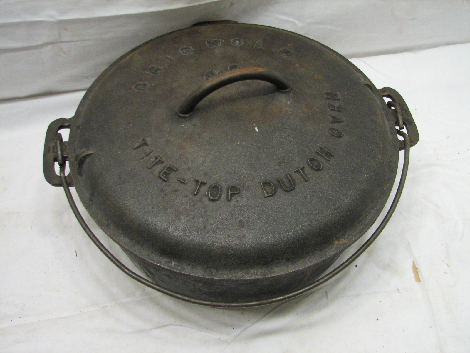 dating griswold cast iron pans Take a look at your cast-iron muffin pans, dutch ovens, roasters, bread molds, waffle irons and kettles to see whether they're in good shape  griswold, wagner and erie are the names you'll .