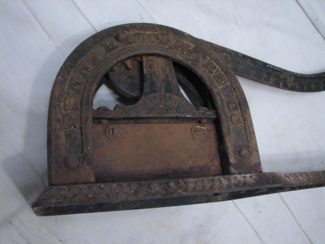 Early penn hardware chewing tobacco plug cast iron cutter