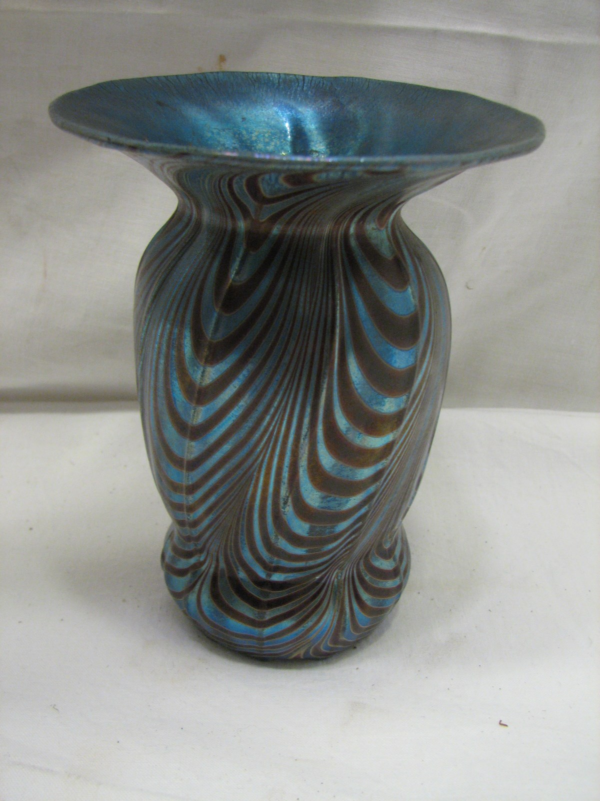 Vintage iridescent hand blown art glass bud vase blue